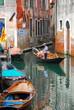 gondolier sur les canaux de Venise
