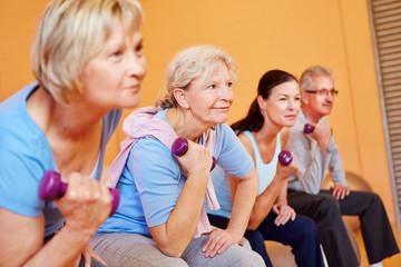 Seniorensport im Fitnesscenter