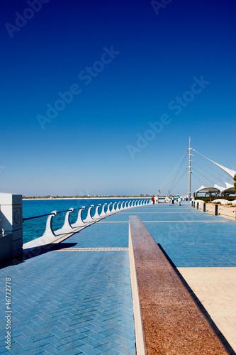 Fotobehang Kanaal Abu Dhabi Corniche is flanked by a beautiful promenade