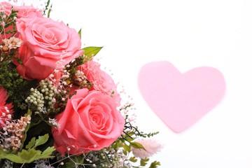 ピンクのバラとハート
