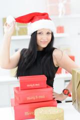 sexy weihnachtsfrau mit geschenken