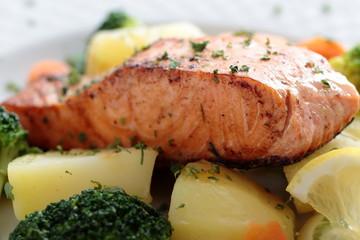 salmone cotto con verdure