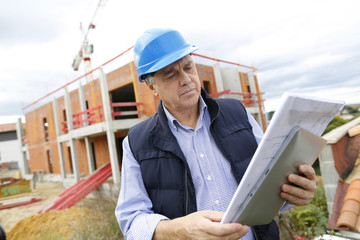 Building entrepreneur using digital tablet