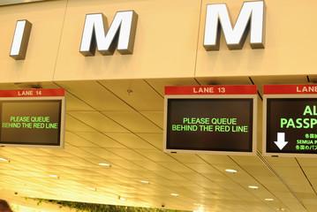 海外の空港での出入国管理