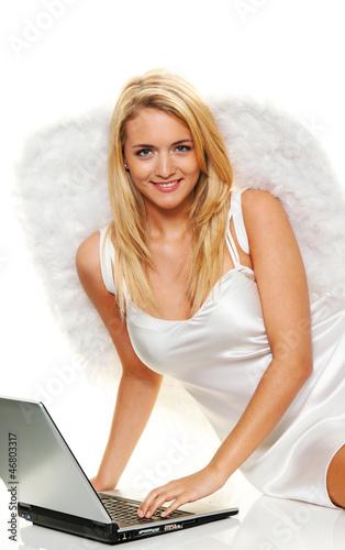 Engel zu Weihnachten mit Laptop