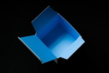 blaue Pappschachtel