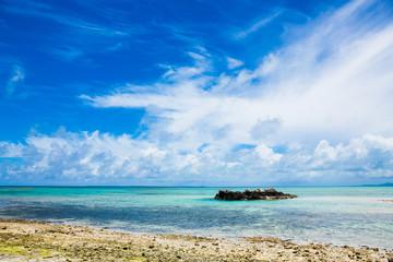 南国の空と島