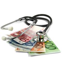Stethoskop und Geldscheine