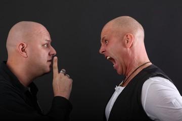 Zwei streitende Männer