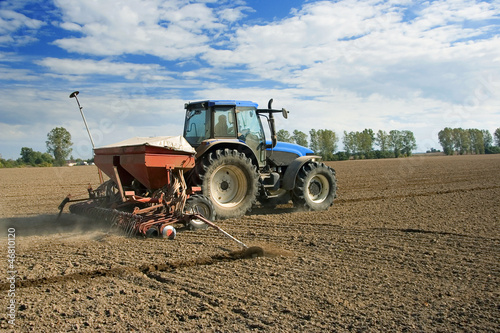 sowing, tractor - 46810120