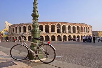 Arena di Verona con bicicletta