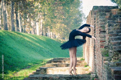 Young beautiful ballerina dancing outdoors in Ferrara. - 46818981