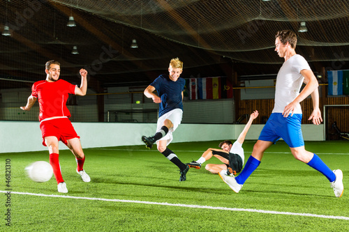 Poster Mannschaft spielt Hallenfußball