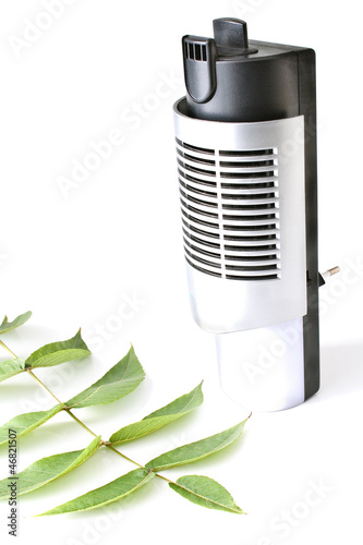 Electric air humidifier with leaf