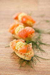 tartlets with salted salmon
