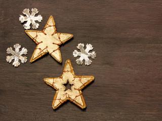 Sterne mit Schneeflocken