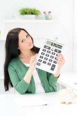 frau kalkuliert finanzen