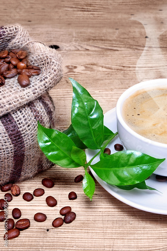 frischer heißer dampfender Kaffee