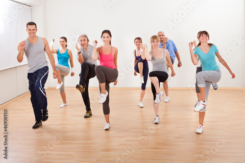 Papiers peints Fitness Group of people doing aerobics exercises
