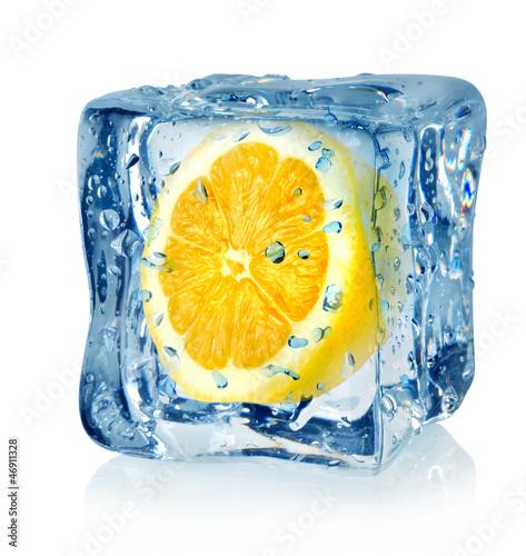 Ice cube and lemon © Givaga