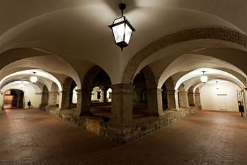 Pioraco, il chiostro del convento di San Francesco di notte