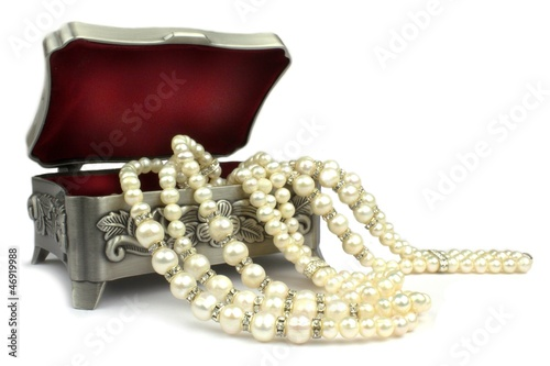 Jewelry box and pearl necklace