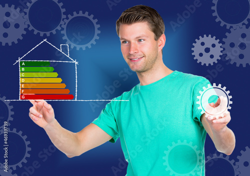 junger mann mit energiediagramm