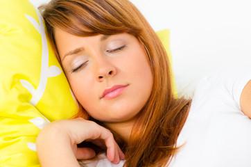 entspannte schlafende frau