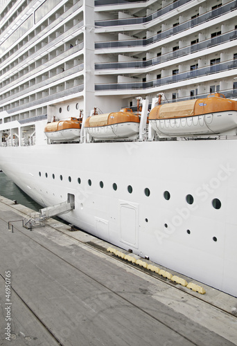 Stationary cruise ship
