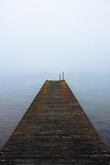 anlegestelle bei nebel.