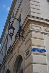 Angle de rue avec plaques