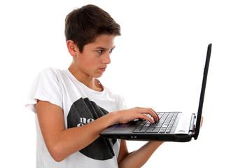 Junge mit Notebook