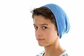 Junge mit blauer Mütze
