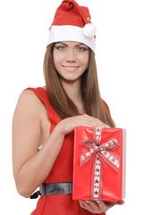 Miss Santa hält ein Geschenk
