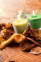 frutta secca con candele