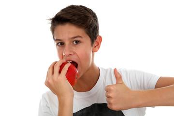 Junge mit rotem Apfel