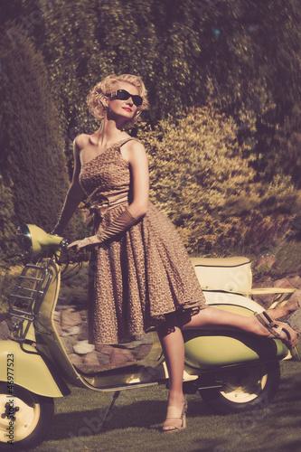 Fototapeta Seksowny - dama - Podróż / Transport