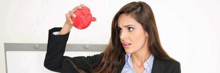 Frau mit Geldsorgen