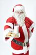 Weihnachtsmann mit Milch und Keksen
