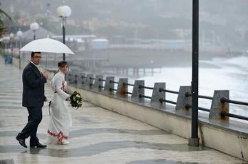 Sposi con l'ombrello