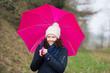 spaziergang mit regenschirm