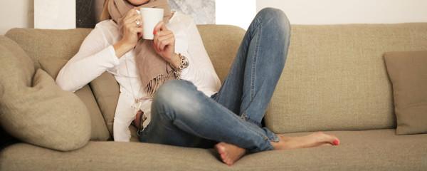 Gemütlich auf der Couch entspannen
