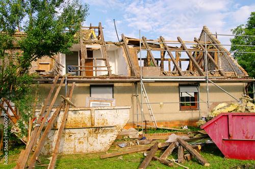 canvas print picture Dachstuhl abbrechen - roof truss demolish 10