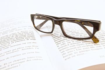livre et lunettes 2