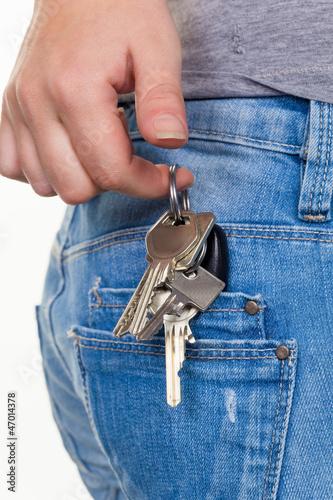 Hand einer Frau mit Schlüsselbund