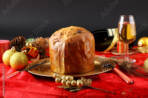 Table with panettone and christmas decorations