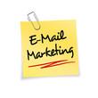 Gelber Notizzettel mit Büroklammer - Email Marketing
