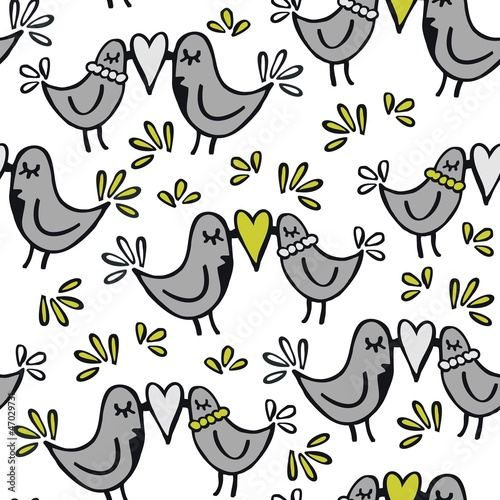 szare ptaszki i serca romantyczny deseń na jasnym tle