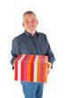 Mann mit Geschenk