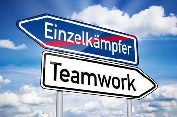 Wegweiser mit Teamwork